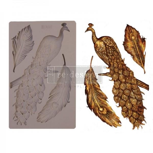 "Decor Form ""Regal Peacock"" von Redesign"